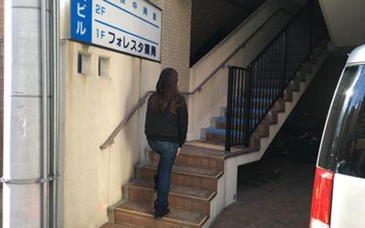 入り口と階段画像